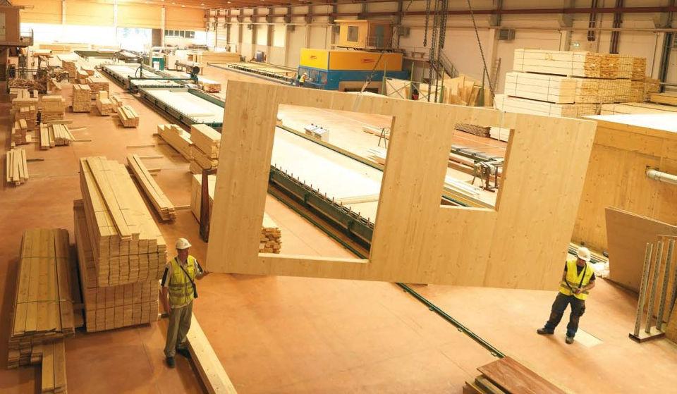 Изготовление клееных панелей на заводе